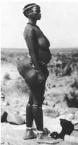 Donna indigena del deserto del Kalahari