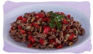 Insalata di pasta con cozze e pomodori